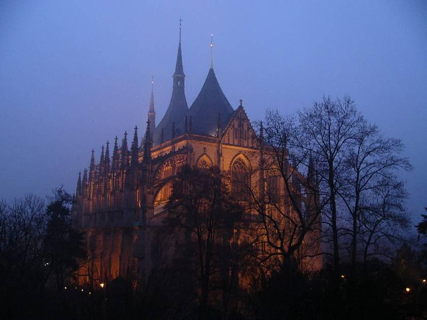 كنيسة عمرها اكثر من 1000 سنة ديكورها من عظام المسلمين